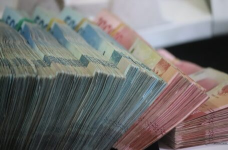 Rand under pressure from abroad